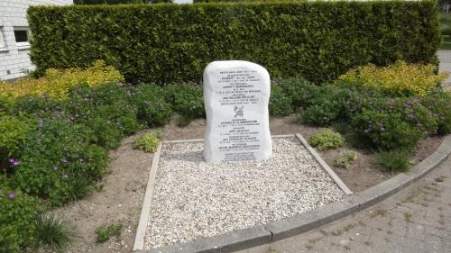 Puttershoek Essenhof Monument