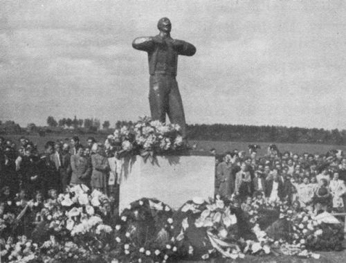 Monument Moeder (1950) onthulling